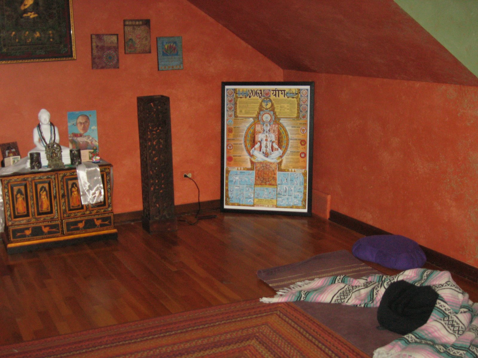 My yoga room is a very very very fine room linda 39 s yoga for Living room yoga timetable